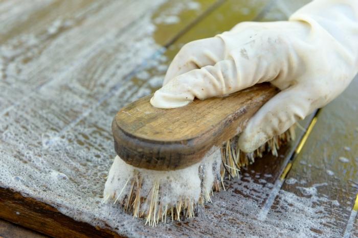 comment nettoyer une table en bois brut eau bois et lumiere. Black Bedroom Furniture Sets. Home Design Ideas